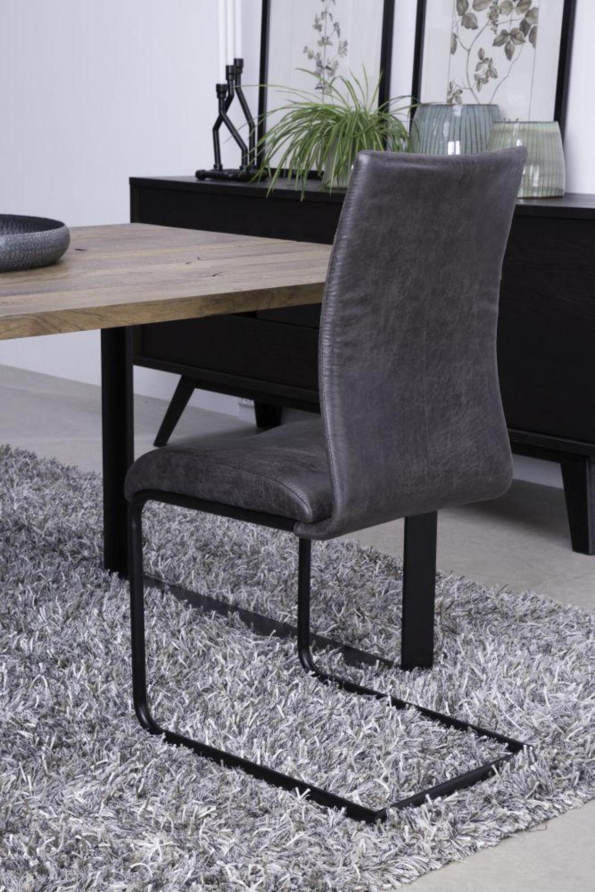 Jedálenská stolička Gwan / čierna