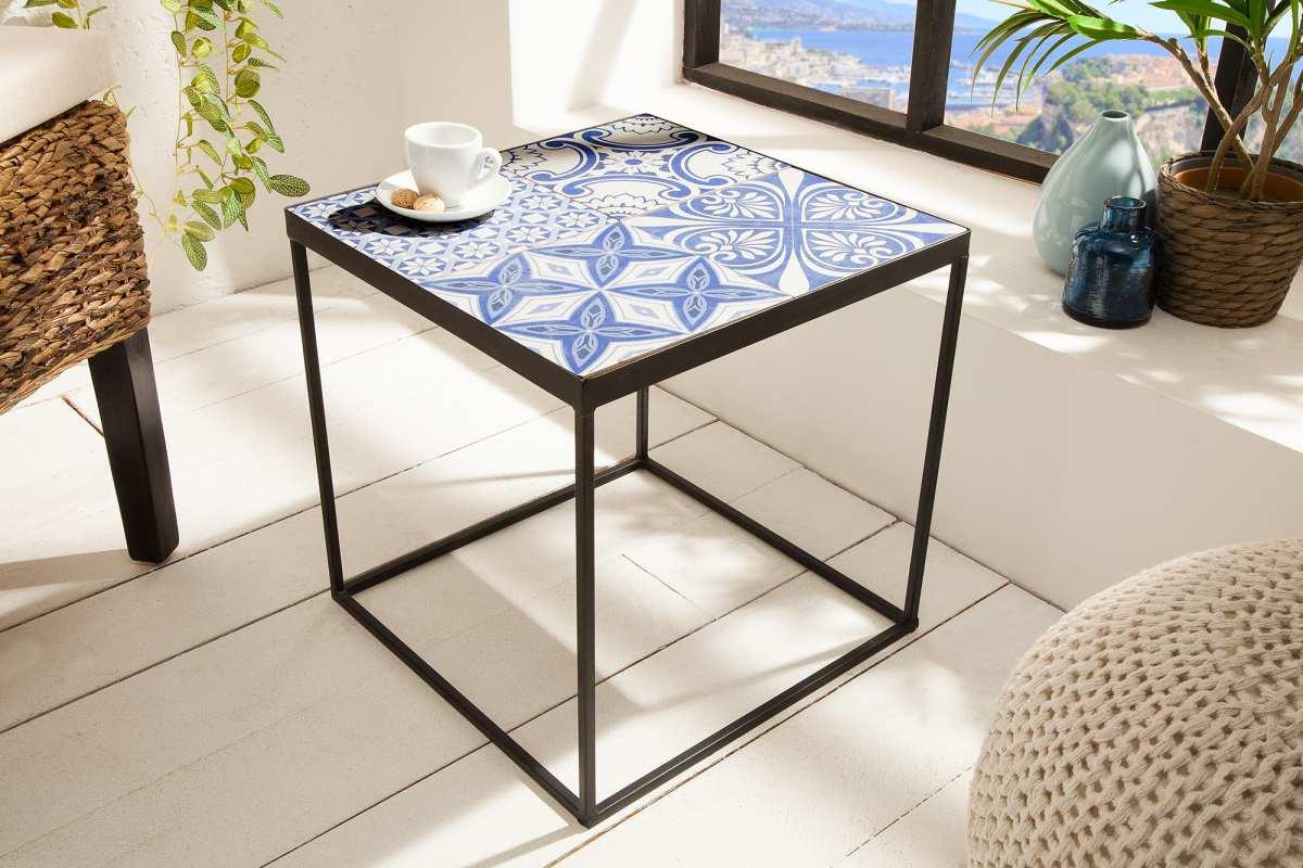 Dizajnový odkladací stolík Noelle modro-biely